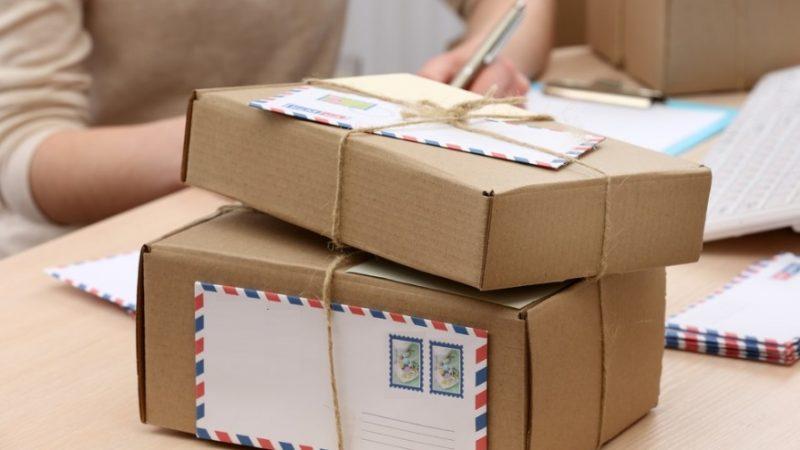 Emploi à domicile: est-ce que l'emballage d'échantillons vaut vraiment le coût?